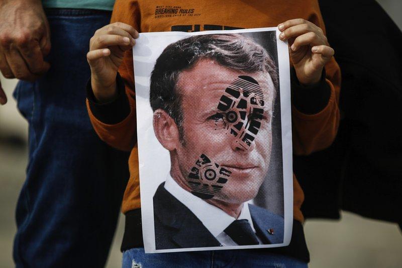 بيان المجمع الدولي لأساتذة الجامعات المسلمين يدين السلوك الأخير للحكومة الفرنسية
