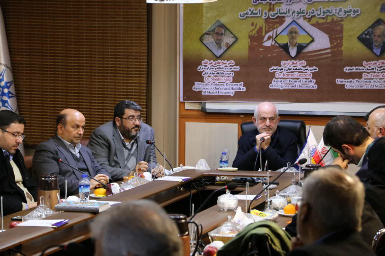 دکتر طلال عتریسی در جمع اساتید مجمع